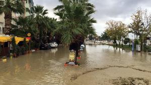 Sağanak yağış devam edecek mi Silivri sahili sular altında…