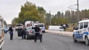 Bozüyükte otomobille çarpışan minibüsün sürücüsü yaralandı