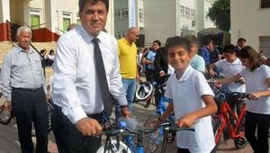 Kemer Belediyesinden öğrencilere bisiklet