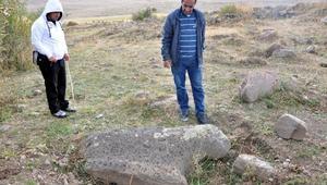 Tunç Çağı kalesine zarar verip, koçbaşlı mezar taşlarını götürdüler/ Fotoğraflar