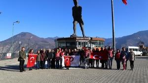 Erzade nine, Atatepede saygı duruşunda bulundu