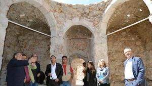 Tarihi hamamda restore devam ediyor
