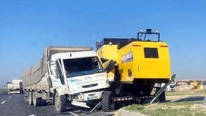 Nusaybin'de kamyon ile biçerdöver çarpıştı