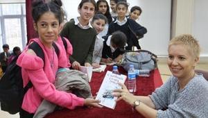 Çukurca'da 2 bin 600 öğrenciye kitap dağıtıldı