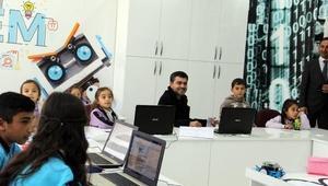 İlk robotik kodlama sınıfı köy okulunda açıldı