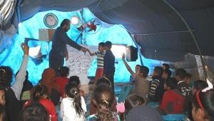 İHH: İdlipte 200 bin çocuk çadırlarda eğitim görüyor