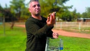 Tuzak kurularak yakalanan kuşlar doğaya bırakıldı