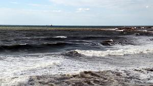 Alanya'da dev dalgalar oluştu, denizin rengi kahverengiye döndü