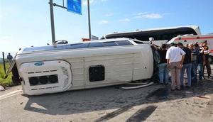Yolcu otobüsü ve minibüs çarpıştı: 4ü ağır 24 yaralı