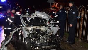 Otomobil, kamyona çarptı: 4 yaralı