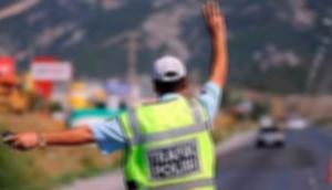 Dur ihtarına uymayan araç polise çarptı: 1 şehit