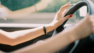 Kadın sürücüye saygısızlığa 72 pijama cezası