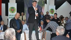 Metin Feyzioğlu Bilecikte sandalyeye çıkıp konuştu