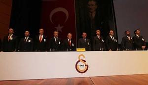 Galatasaray Mali Genel Kurul İzmir Marşı ile başladı
