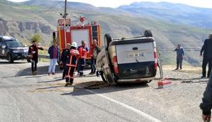 Siirtte otomobil takla attı: 5 yaralı