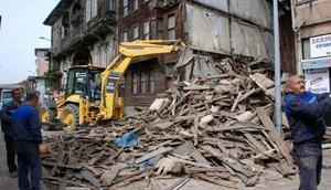 Bartında koruma altındaki tarihi ahşap bina yıkıldı