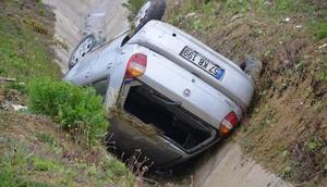 Sinopta otomobil şarampole devrildi: 3 yaralı