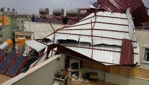 Siirtte şiddetli rüzgar çatı uçurdu