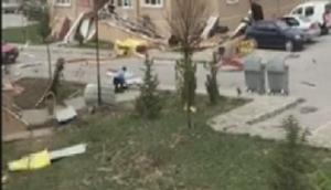 Erzincanda şiddeti rüzgarda çatılar uçtu, ağaçlar devrildi (2)