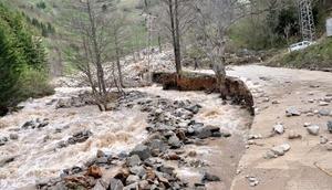 Trabzonda fırtına can aldı, HES bağlantı borusu patladı, yolları su bastı (2)