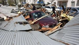 Fırtına, Sivasta 100den fazla binanın çatısını uçurdu
