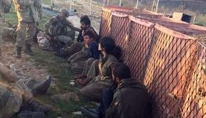 Tunceli'de PKK'lı teröristlerin teslim olma anı görüntülendi