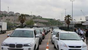 Dikkat... Tatil dönüşü trafikte yoğunluk var
