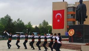 Erzincan'da 19 Mayıs coşkusuGençlik ve Spor Bayramı Kutlamaları Başladı