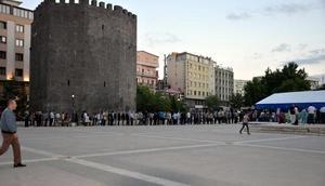 Diyarbakırda 8 iftar çadırında, 9 bin kişi iftar yaptı
