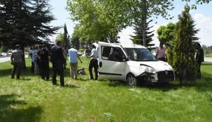 Kütahyada polis aracı kaza yaptı: 2 yaralı