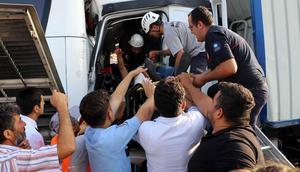 Antalyada Rus turistleri taşıyan otobüsle TIR çarpıştı