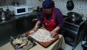 Karsın yöresel iftar menüsü: Kaz eti ve erişte pilavı