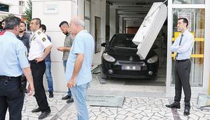 Arabayı bankaya yatırdı