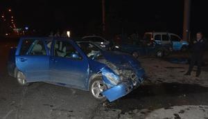 Kütahyada 2 otomobil çarpıştı: 9 yaralı
