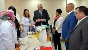 Başkan Korkut, Erzurumun ehramını AB temsilcisine hediye etti