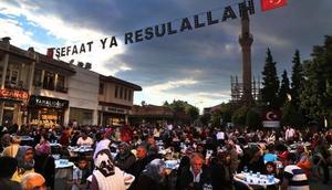 Uşakta binlerce kişilik iftar