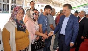 Osmaniye protokolü halkla bayramlaştı