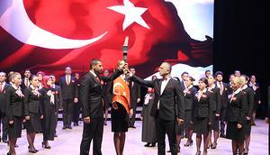 İstanbul Milli Eğitim'de 'Öğretmenler Günü' kutlaması... Öğretmenler korosu meslektaşları için söyledi