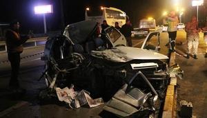 Otomobil ile kamyonet çarpıştı: 2 ölü 4 yaralı