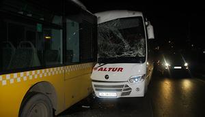 Havalimanı personelini taşıyan servis, İETT otobüsüne çarptı: Yaralılar var