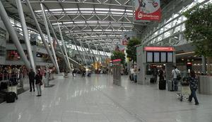 Almanyada İstanbuldan gelen yolculara köpekli arama