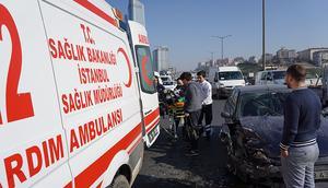 İstanbulda otoyolu kilitleyen kaza