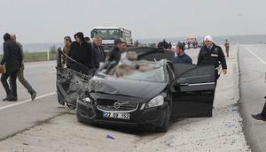 Kırklareli'de otomobil TIR'a çarptı: 3 ölü, 3 yaralı