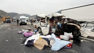 Kahramanmaraşta minibüs, kamyona çarptı: 9 ölü, 4 yaralı (2)- Yeniden