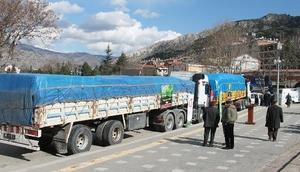 Amasya'dan Mehmetçik için 4 TIRlık yardım malzemesi