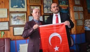 Karabükte esnafa bayrak dağıtıldı