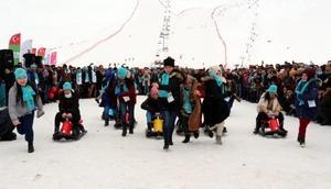 Bingöldeki kayak festivaline 60 ülkenden yüzlerce kişi katıldı