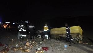 Düz yolda arkadan çarptı: 2 ölü