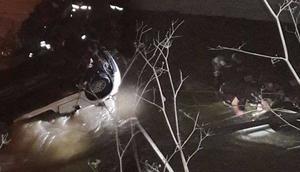 Polis aracı dereye uçtu 1 polis şehit, 1 polis kayıp