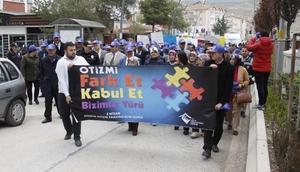 Çankırıda Otizm Farkındalık Günü yürüyüşü düzenlendi